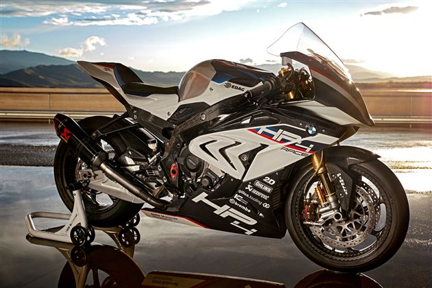 bmw-hp4-race-uae-dubai