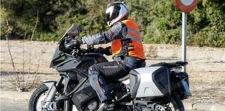 2019-ktm-1290-adventure-t-uae-dubai