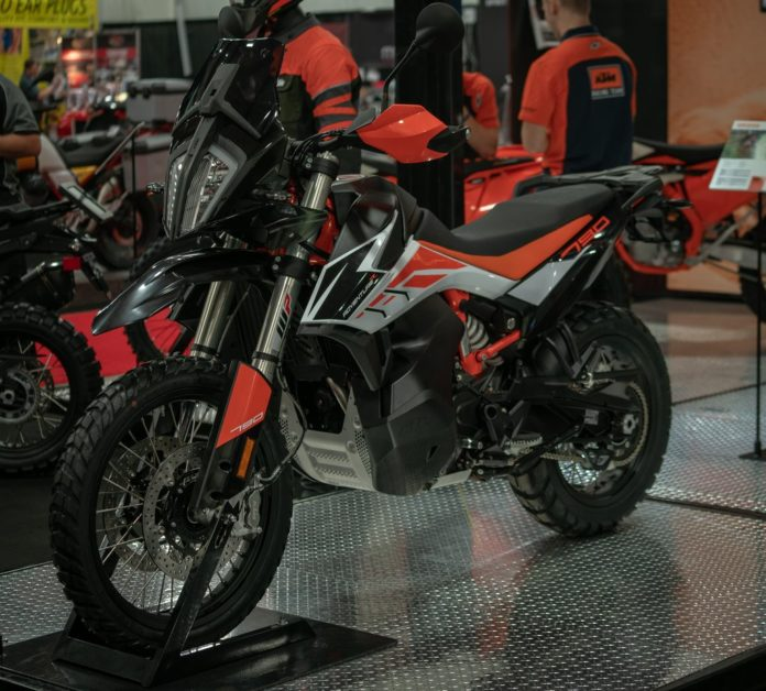 ktm-790-adventure-uae-dubai
