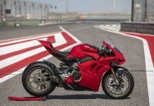 ducati-panigale-v4-with accessories